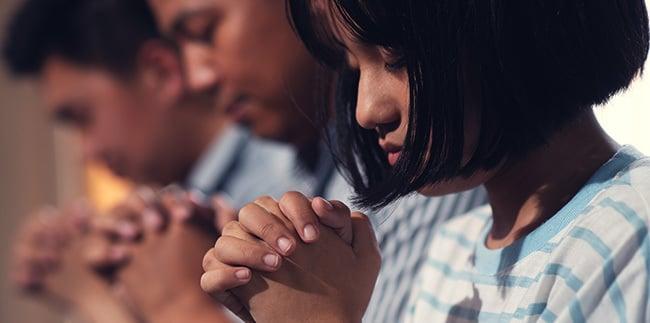 Missio_Email-Body-PrayingFamily