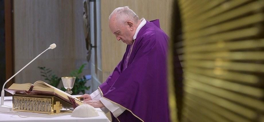 Pope-offers-live-Santa-Marta